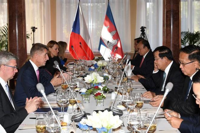 Campuchia sẽ mua máy bay và vũ khí Séc để củng cố an ninh - quốc phòng - Ảnh 3.