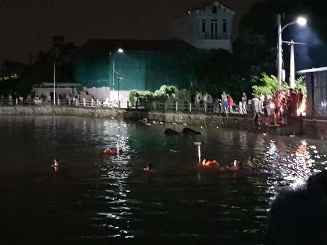 Hà Nội: Người thân gào khóc thảm thiết ở hiện trường 2 bé gái tử vong do lật thuyền đạp vịt - ảnh 1