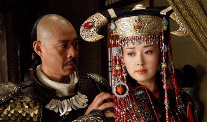 Nhan sắc kém nổi bật, tại sao các phi tần Mông Cổ lại áp đảo trong hậu cung Thanh triều? - Ảnh 3.