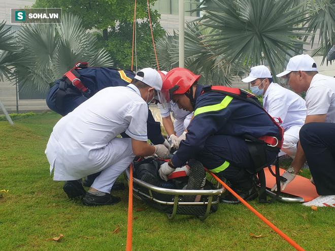 Xe quái thú Rosenbauer Panther trị giá 1 triệu USD, máy bay trực thăng diễn tập chữa cháy ở Đà Nẵng - Ảnh 15.
