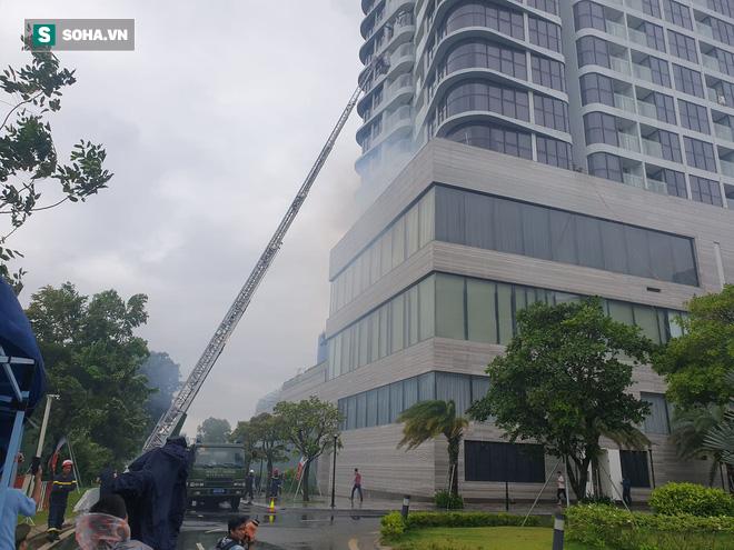 Xe quái thú Rosenbauer Panther trị giá 1 triệu USD, máy bay trực thăng diễn tập chữa cháy ở Đà Nẵng - Ảnh 8.