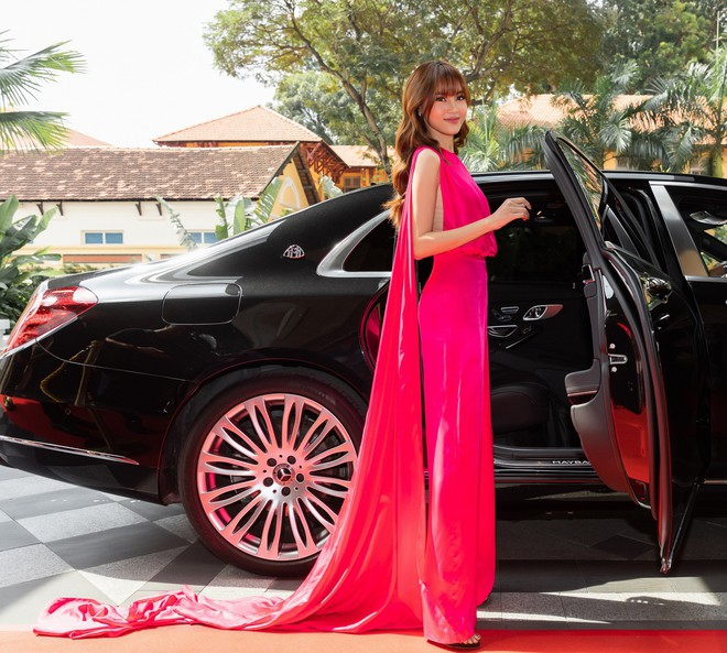 Ninh Dương Lan Ngọc gây chú ý khi xuất hiện trên siêu xe 16 tỷ đồng - Ảnh 1.