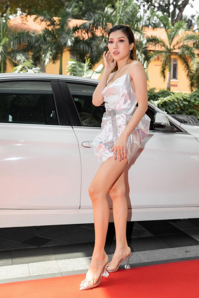Ninh Dương Lan Ngọc gây chú ý khi xuất hiện trên siêu xe 16 tỷ đồng - Ảnh 10.