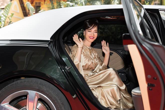 Ninh Dương Lan Ngọc gây chú ý khi xuất hiện trên siêu xe 16 tỷ đồng - Ảnh 6.