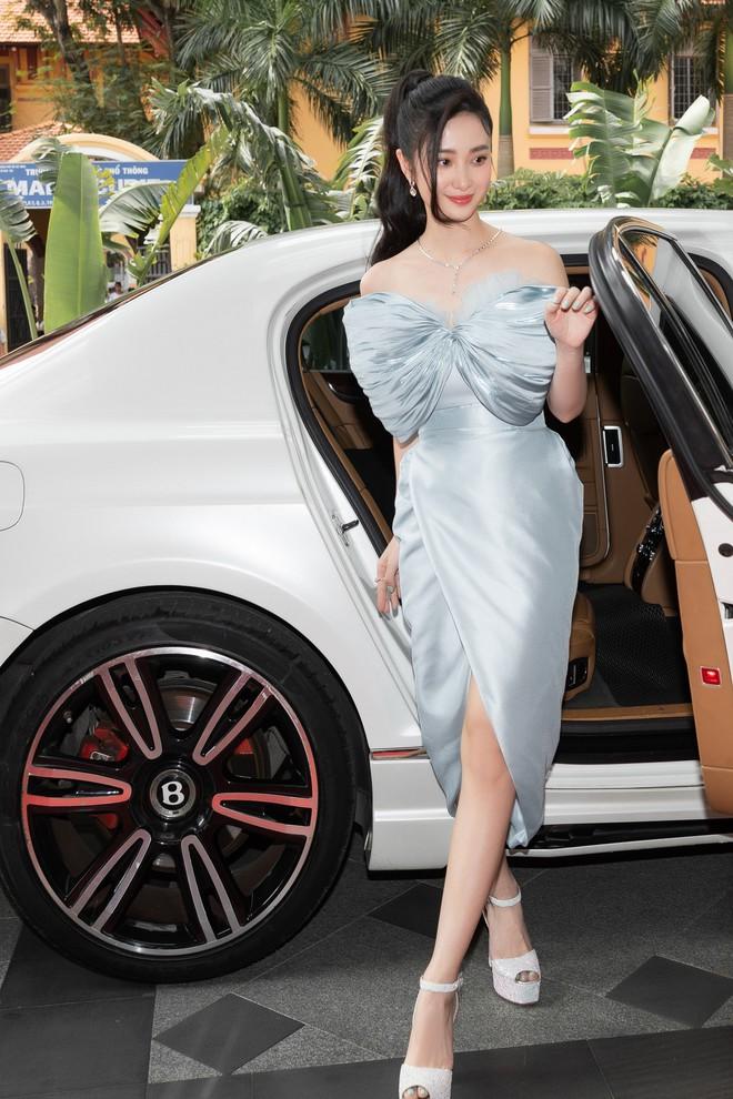 Ninh Dương Lan Ngọc gây chú ý khi xuất hiện trên siêu xe 16 tỷ đồng - Ảnh 9.