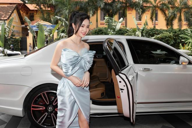 Ninh Dương Lan Ngọc gây chú ý khi xuất hiện trên siêu xe 16 tỷ đồng - Ảnh 8.