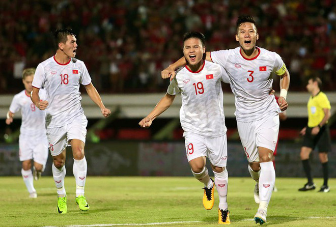 Nhiều sao Việt được phong 'thánh dự đoán tỉ số' khi Việt Nam thắng Indonesia - ảnh 1