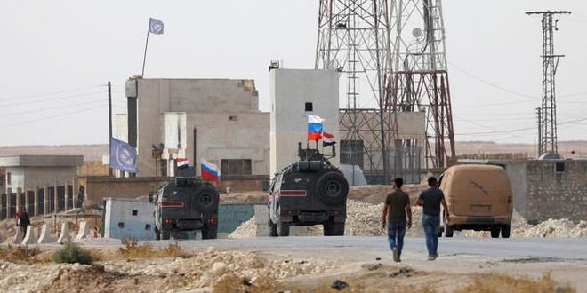 Trở thành lực lượng yếu thế nhất ở Syria, lính Mỹ rón rén tìm đường rút lui giữa mưa bom bão đạn - Ảnh 1.