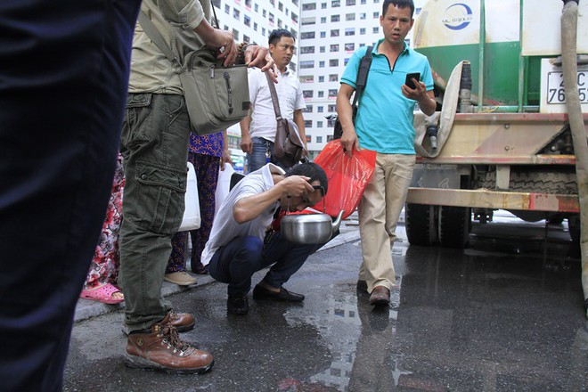 Cư dân chung cư HH Linh Đàm đổ bỏ nước cấp miễn phí vì có mùi tanh - Ảnh 4.