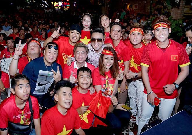 Nhiều sao Việt được phong 'thánh dự đoán tỉ số' khi Việt Nam thắng Indonesia - ảnh 12