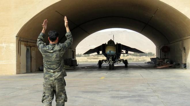 Ngoại bang cuốn gói, đối thủ quy phục: Kẻ bí ẩn nào vô tình giúp QĐ Syria không sụp đổ? - Ảnh 5.