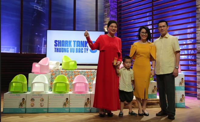 Shark bà ngoại đầu tư 2,5 tỷ cho startup bô trẻ em để làm quà cho cháu ngoại khiến Shark Hưng sang chấn - Ảnh 2.
