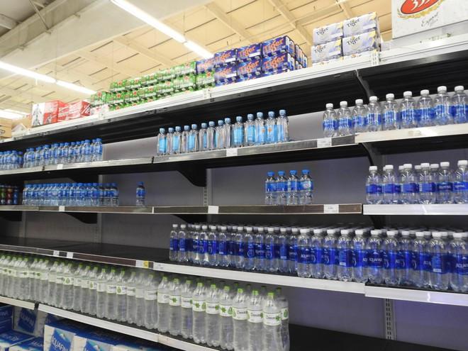 Người Hà Nội khát nước sạch, loạt siêu thị cam kết bán không lợi nhuận - Ảnh 2.