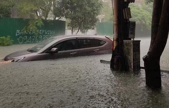 Nghệ An: Nước ngập cao ngang cửa sổ, nhà trai dùng phao bơi kéo lễ ăn hỏi tới nhà gái - Ảnh 5.