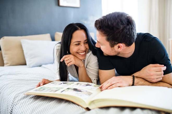 20/10 nam giới nên tặng bạn gái quà gì để thể hiện tình cảm? - Ảnh 4.