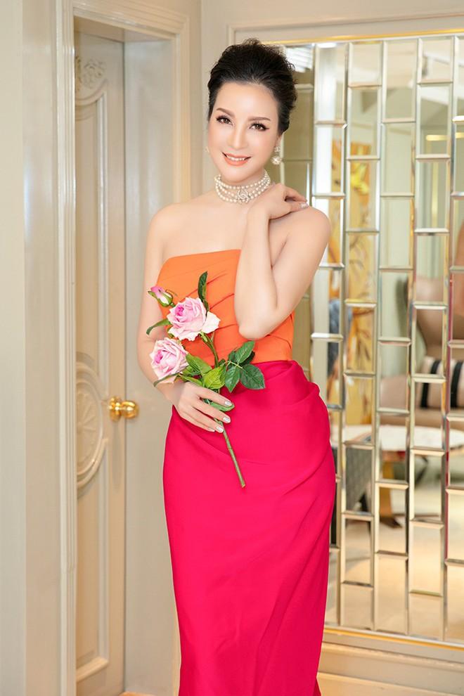 Bất ngờ với nhan sắc MC Thanh Mai ở tuổi 47 - ảnh 2