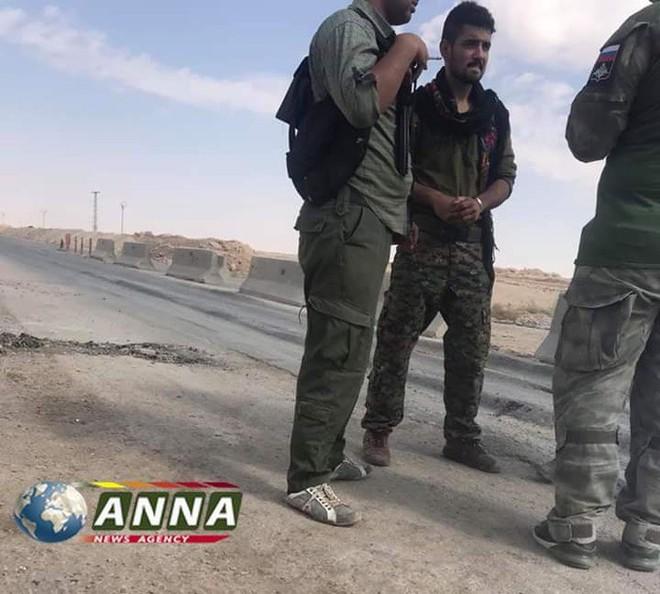 QĐ Syria căng thẳng trên 2 mặt trận - Lính Mỹ tháo chạy, bỏ mặc đặc nhiệm Pháp giữa tử địa - Ảnh 17.