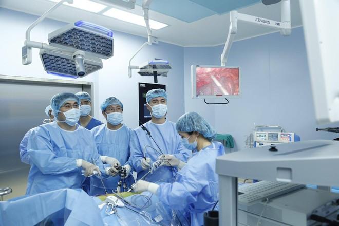 Phẫu thuật nội soi hoàn toàn: Sự lựa chọn mới trong điều trị ung thư thực quản - Ảnh 1.