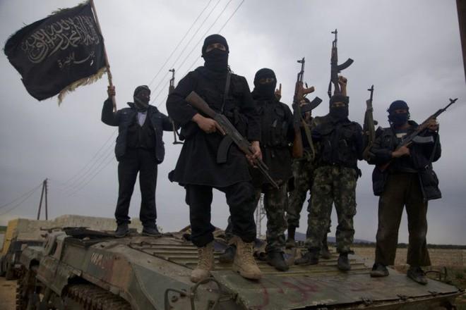 QĐ Syria căng thẳng trên 2 mặt trận - Lính Mỹ tháo chạy, bỏ mặc đặc nhiệm Pháp giữa tử địa - Ảnh 3.