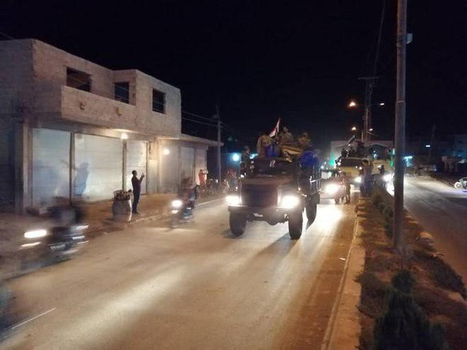 QĐ Syria căng thẳng trên 2 mặt trận - Lính Mỹ tháo chạy, bỏ mặc đặc nhiệm Pháp giữa tử địa - Ảnh 22.