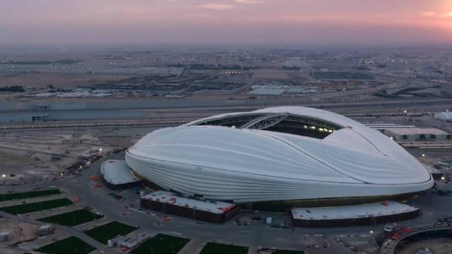 Thời tiết nóng 50 độ C, Qatar lắp đặt luôn hệ thống điều hòa khồng lồ ngoài trời để người dân thấy mát mẻ hơn - Ảnh 3.