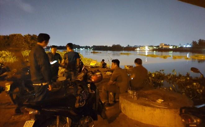 Vị khách đi Grab gửi giấy tờ tuỳ thân cho tài xế rồi nhảy xuống sông Sài Gòn tự tử