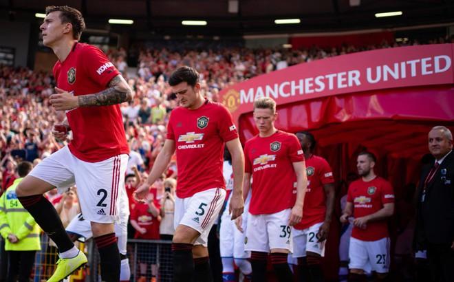 """Man United: Khí phách Quỷ đỏ còn không với """"vết chém"""" sau lưng?"""