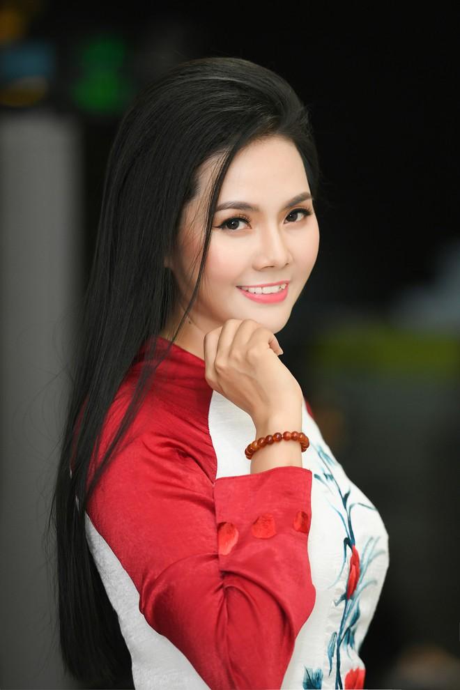 Lương Nguyệt Anh đọ sắc với Minh Chuyên, hát Quê mẹ người ơi ngọt ngào, da diết - ảnh 3