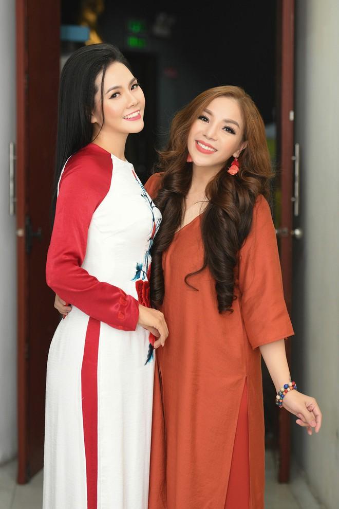 Lương Nguyệt Anh đọ sắc với Minh Chuyên, hát Quê mẹ người ơi ngọt ngào, da diết - ảnh 5