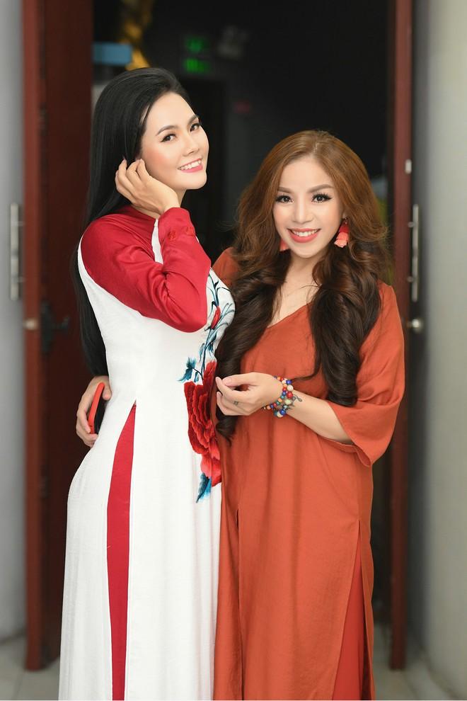 Lương Nguyệt Anh đọ sắc với Minh Chuyên, hát Quê mẹ người ơi ngọt ngào, da diết - ảnh 4