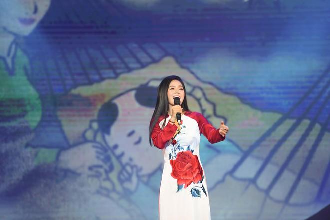 Lương Nguyệt Anh đọ sắc với Minh Chuyên, hát Quê mẹ người ơi ngọt ngào, da diết - ảnh 8