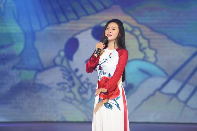 Lương Nguyệt Anh đọ sắc với Minh Chuyên, hát Quê mẹ người ơi ngọt ngào, da diết - ảnh 6