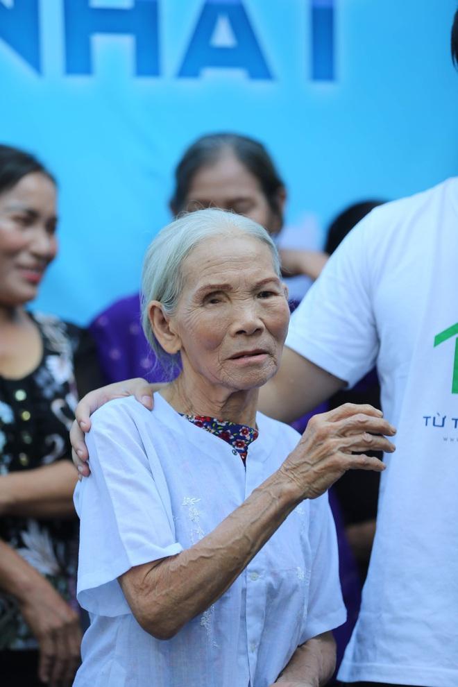 Sàn catwalk có một không hai ở Hà Nội: Thông điệp sâu sắc cho ngày Phụ nữ Việt Nam - Ảnh 2.