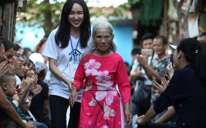 Cụ già 84 lên sàn catwalk có 1-0-2 ở Hà Nội và lời khuyên bất ngờ của Lê Hoàng cho phụ nữ