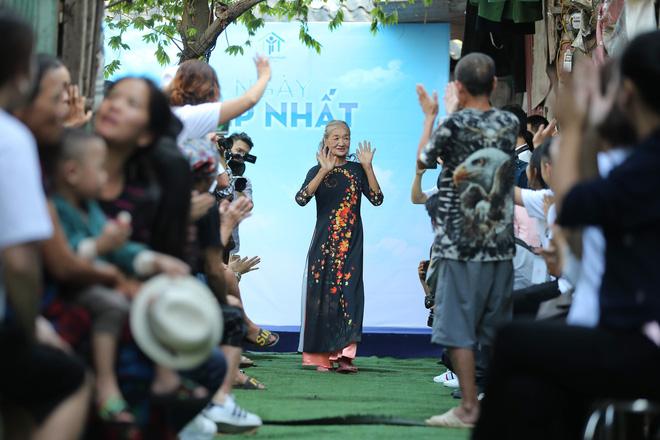 Sàn catwalk có một không hai ở Hà Nội: Thông điệp sâu sắc cho ngày Phụ nữ Việt Nam - Ảnh 9.