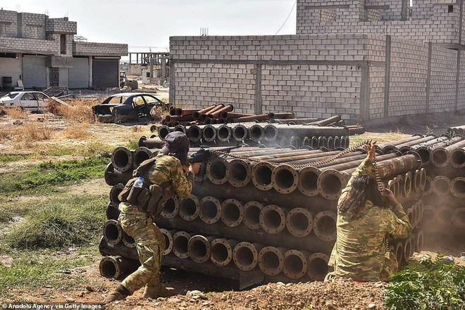 Bắt tay người Kurd và thỏa thuận cho không chính phủ Syria - Ảnh 1.