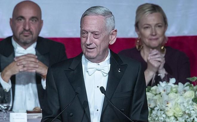 Khi các tướng 4 sao Mỹ học cách mỉa mai, đấu khẩu từ Tổng thống Trump