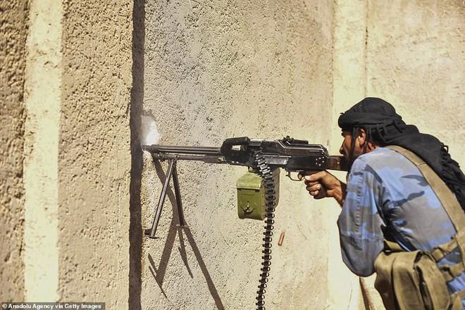 Bắt tay người Kurd và thỏa thuận cho không chính phủ Syria - Ảnh 2.