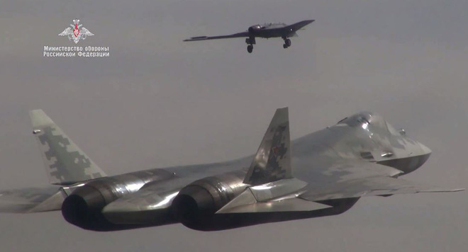 UAV bắt cặp với F-35 gặp sự cố: Yếu còn ra gió, Mỹ lấy gì đối đầu UAV B-70 và Su-57 Nga? - ảnh 1