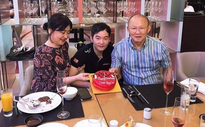 Nhân dịp sinh nhật bố, con trai thầy Park nói lời đặc biệt với CĐV Việt Nam và Xuân Trường