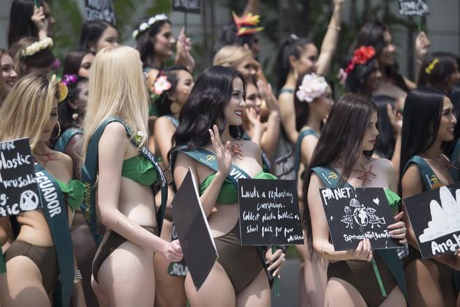 Hoàng Hạnh mặc bikini khoe thân hình bốc lửa tại Miss Earth 2019 - Ảnh 2.