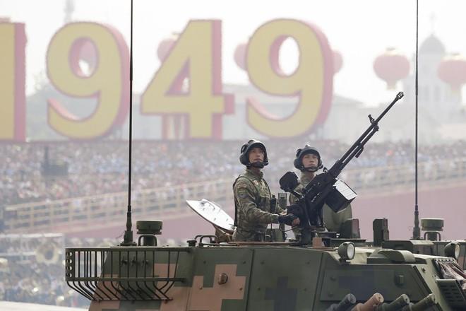 Nhìn Trung Quốc tưng bừng kỉ niệm 70 năm, nước láng giềng lớn phải dè chừng - Ảnh 2.