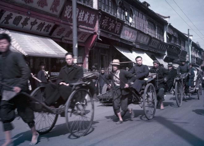 Hình ảnh Trung Quốc 70 năm trước: Những khoảnh khắc còn ám ảnh cho tới ngày nay - Ảnh 1.