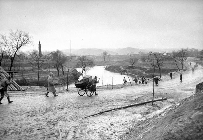 Hình ảnh Trung Quốc 70 năm trước: Những khoảnh khắc còn ám ảnh cho tới ngày nay - Ảnh 6.