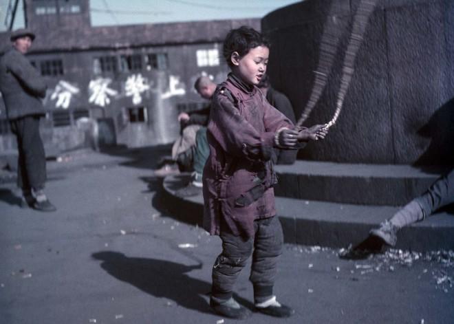 Hình ảnh Trung Quốc 70 năm trước: Những khoảnh khắc còn ám ảnh cho tới ngày nay - Ảnh 3.