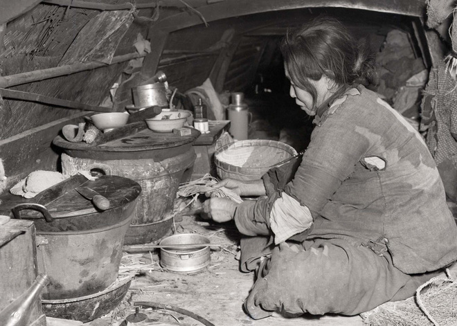 Hình ảnh Trung Quốc 70 năm trước: Những khoảnh khắc còn ám ảnh cho tới ngày nay - Ảnh 7.