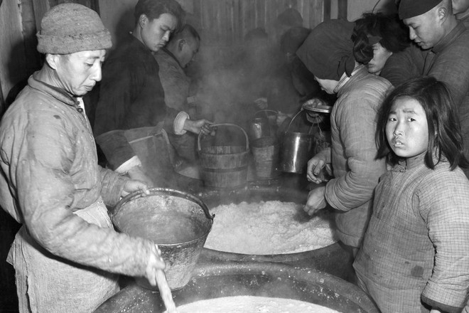 Hình ảnh Trung Quốc 70 năm trước: Những khoảnh khắc còn ám ảnh cho tới ngày nay - Ảnh 8.