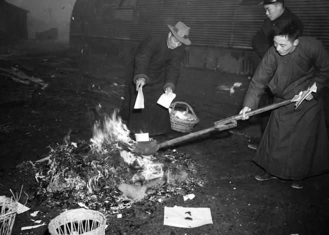 Hình ảnh Trung Quốc 70 năm trước: Những khoảnh khắc còn ám ảnh cho tới ngày nay - Ảnh 11.