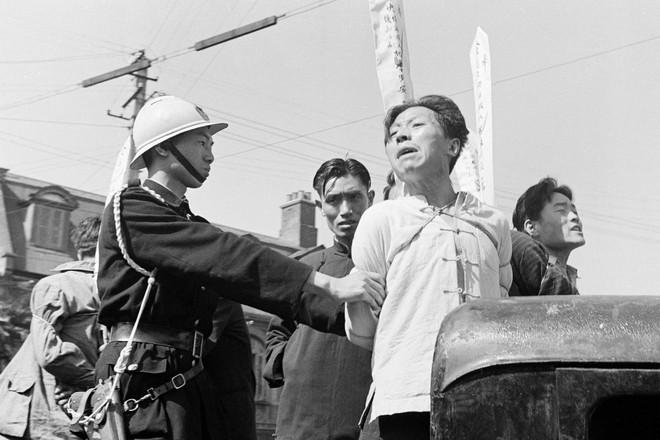 Hình ảnh Trung Quốc 70 năm trước: Những khoảnh khắc còn ám ảnh cho tới ngày nay - Ảnh 13.