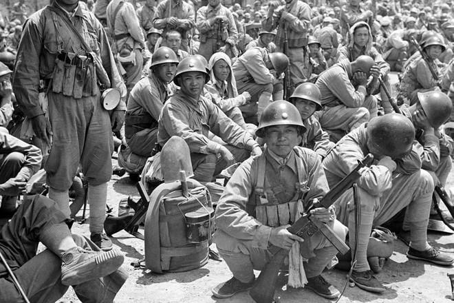Hình ảnh Trung Quốc 70 năm trước: Những khoảnh khắc còn ám ảnh cho tới ngày nay - Ảnh 14.